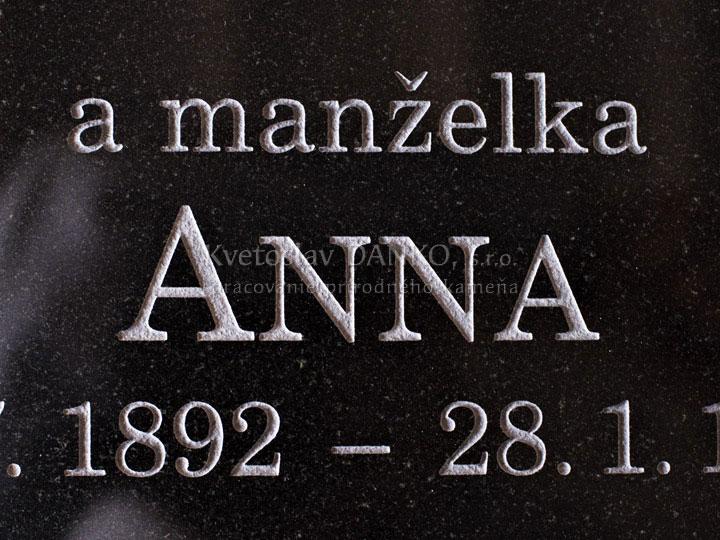Pieskované písmo na pomník