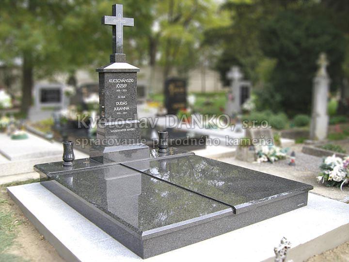 pomník z masívu impala, kríž z kameňa