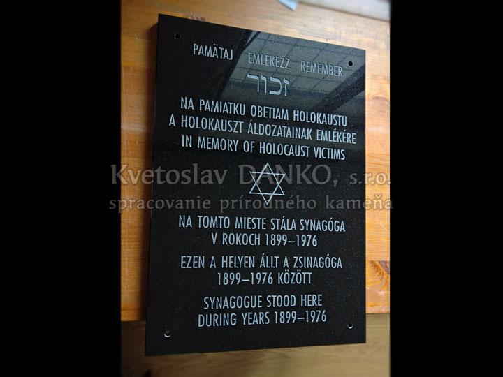 Pamätná tabuľka obetiam holokaustu